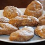 Broinhas de Batata Doce, Nozes e Pinhões